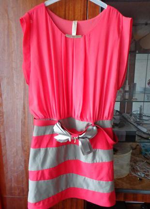 Стильное платье кораллового цвета