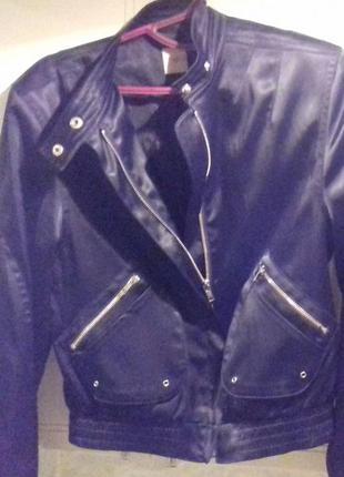 Крутая чорная курточка