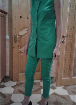 Новий костюм exclusive collection жилет и укороченние брюки размер 36