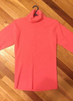 Розовый теплый свитер