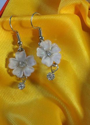 Очаровательные серьги цветок с кристаллами