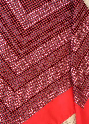 Оригинальный яркий шелковый платок