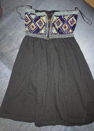 Платье в паетках черное без рукавов открытые плечи