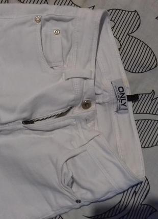 Качественные белые джинсы