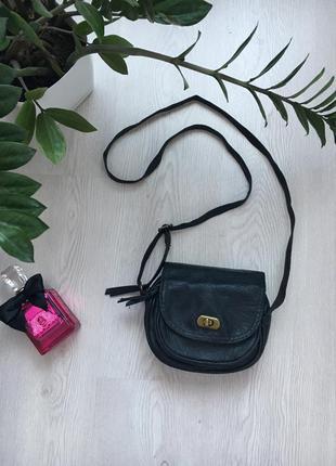 Маленькая базовая чёрная сумочка, сумка через плечо