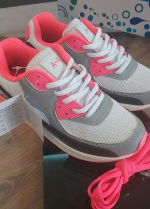 Яркие молодежные кроссовки польские 37 38 39 40 41
