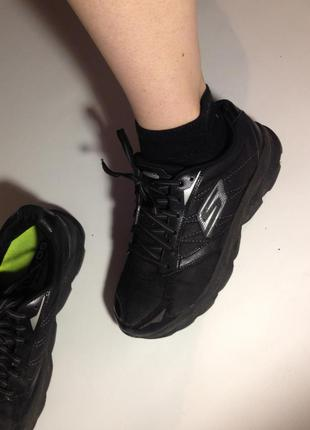 Очень удобные беговые кросовки skechers