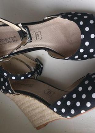 Красивые туфли на танкетке. распродажа! много обуви по 200грн. заходите!