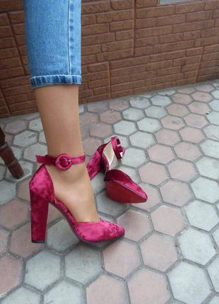 Женские босоножки/босоножки бархат/ босоножки бордовые/средний каблук/красная подошва