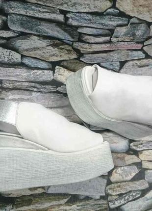 Белые кожаные босоножки сабо на платформе