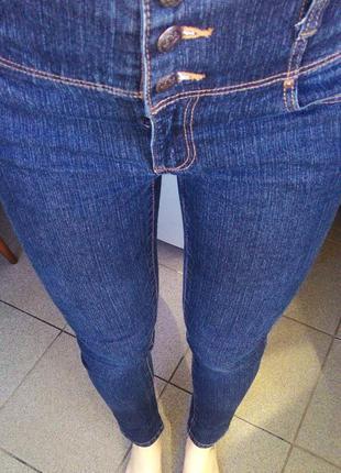 Скинни-джинсы с высокой посадкой