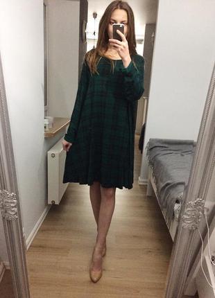 Поделиться:  сукня в клітинку смарагдового кольору