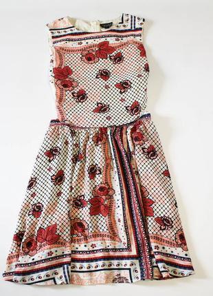Летнее платье с вырезом по бокам