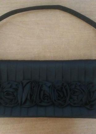 Черный клатч с розочками