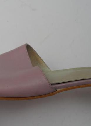 Удобные кожаные шлепанцы. красивый цвет. испания. размер 40