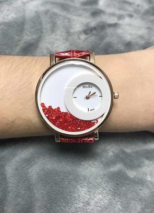 Часы с интересным циферблатом с камешками кристаллами