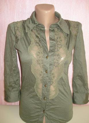 Рубашка блуза с кружевом oggi цвета хакки