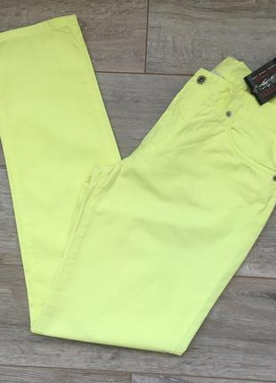 Новые желтые брюки с высокой талией