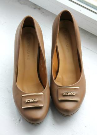 Новые удобные туфли на платформе 38-39 размер