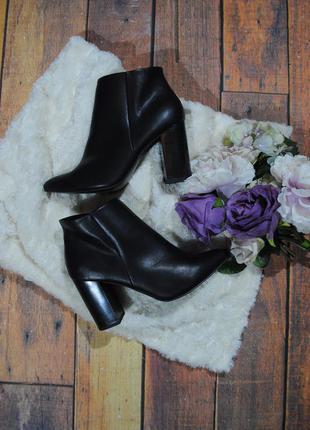 Крутые ботинки на каблуке new look размер 6/39 ботильоны черные
