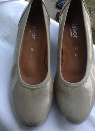 Туфли  из  лаковой  кожи  от gabor.