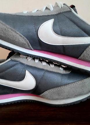 Nike серые кроссовки замш размер 37.5 спорта фитнеса ходьбы