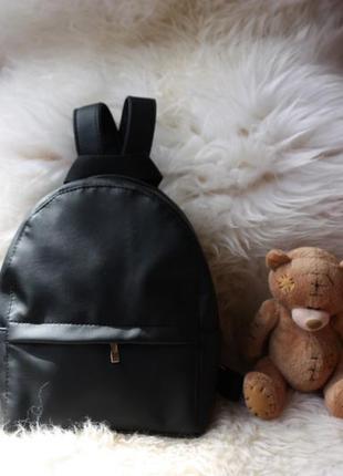 Черный маленький рюкзак