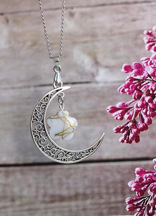 Кулон луна с белым цветком