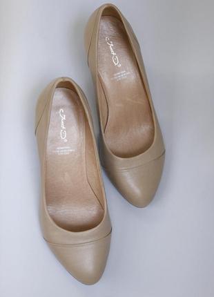 Кожаные туфли лодочки нюд , беж , пудра  janet d