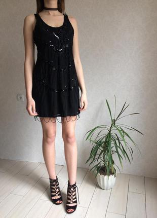 Невероятное шифоновое платье без рукавов с нашитым бисером