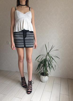 Стильная джинсовая юбка с нашитым принтомстильная джинсовая юбка с нашитым принтом