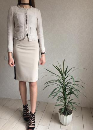 Элегантная классическая юбка с завышенной талией и вставками по бокам