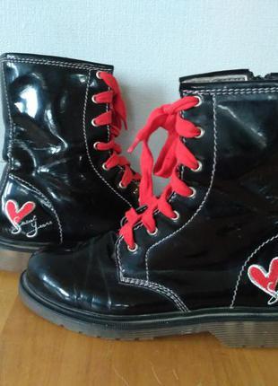 Ботинки в стиле dr. martnens
