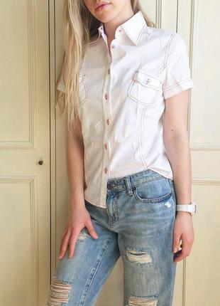 Белая нарядная хлопковая рубашка с коротким рукавом красная строчка воротник стойка sela