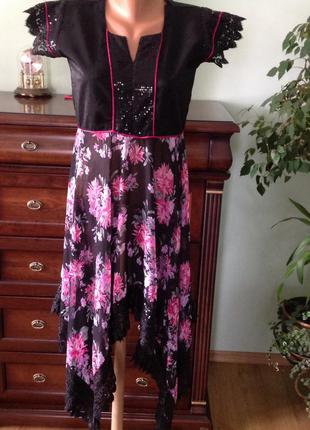 Асимметричное принтовое платье с кружевом. / m/brend only