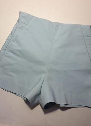 Стильные шорты нежно голубого цвета
