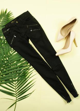 Zara бомбезные брюки скини с золотой фурнитурой!