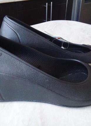 Туфли crocs на танкетке