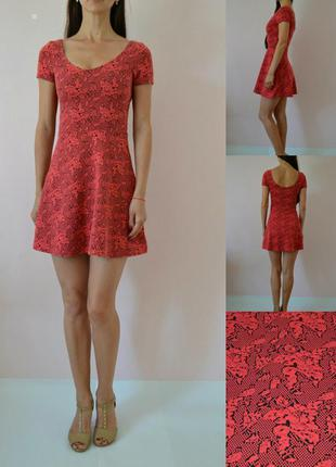 Коралловое платье-фактурный трикотаж