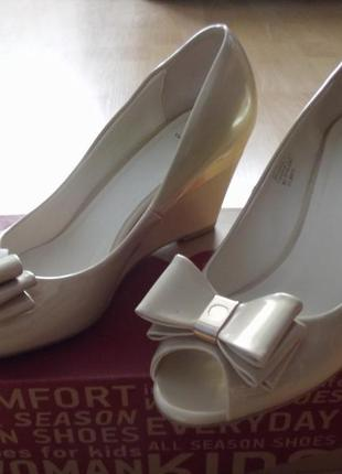Супер красивые и удобные туфли с открытым носком 38,5 -39р. centro