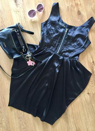 Стилячее атласное платье