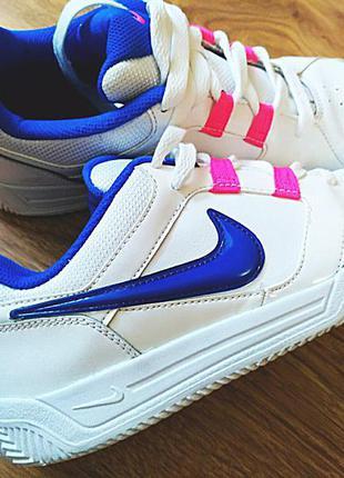 Nike отличные кроссовки,натур. кожа,оригинал,размер 37-38