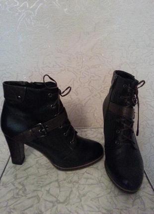 Отличные ботинки на каблуке осень/весна