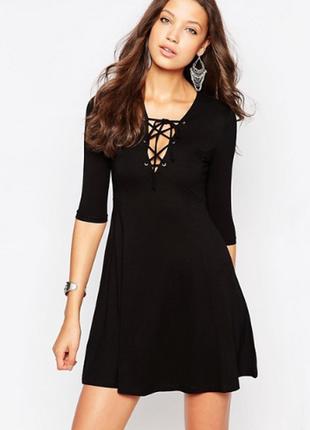 Шикарное маленькое черное платье трапеция с трендовой шнуровкой dorothy perkins