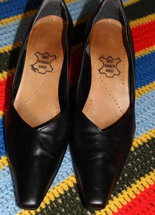 Стильні класичні туфельки gabor
