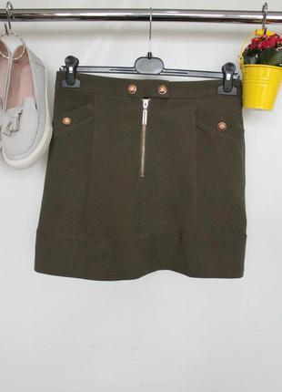 Трендовая юбка трапеция с замком и кармашками цвета хаки