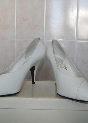 Новые  белые кожаные туфли югославия - классика
