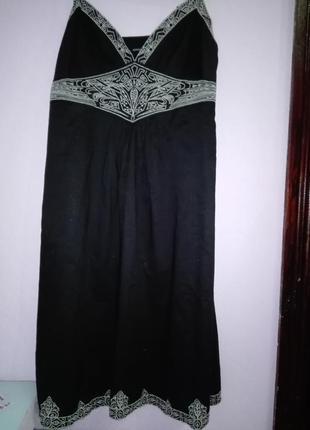 Симпатичный черный сарафан с вышивкой,18 раз.