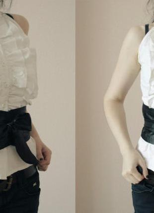 Булая рубашка блуза с черным поясом
