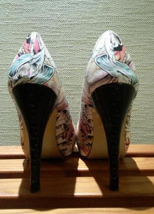 Очень интересные туфли iron fist